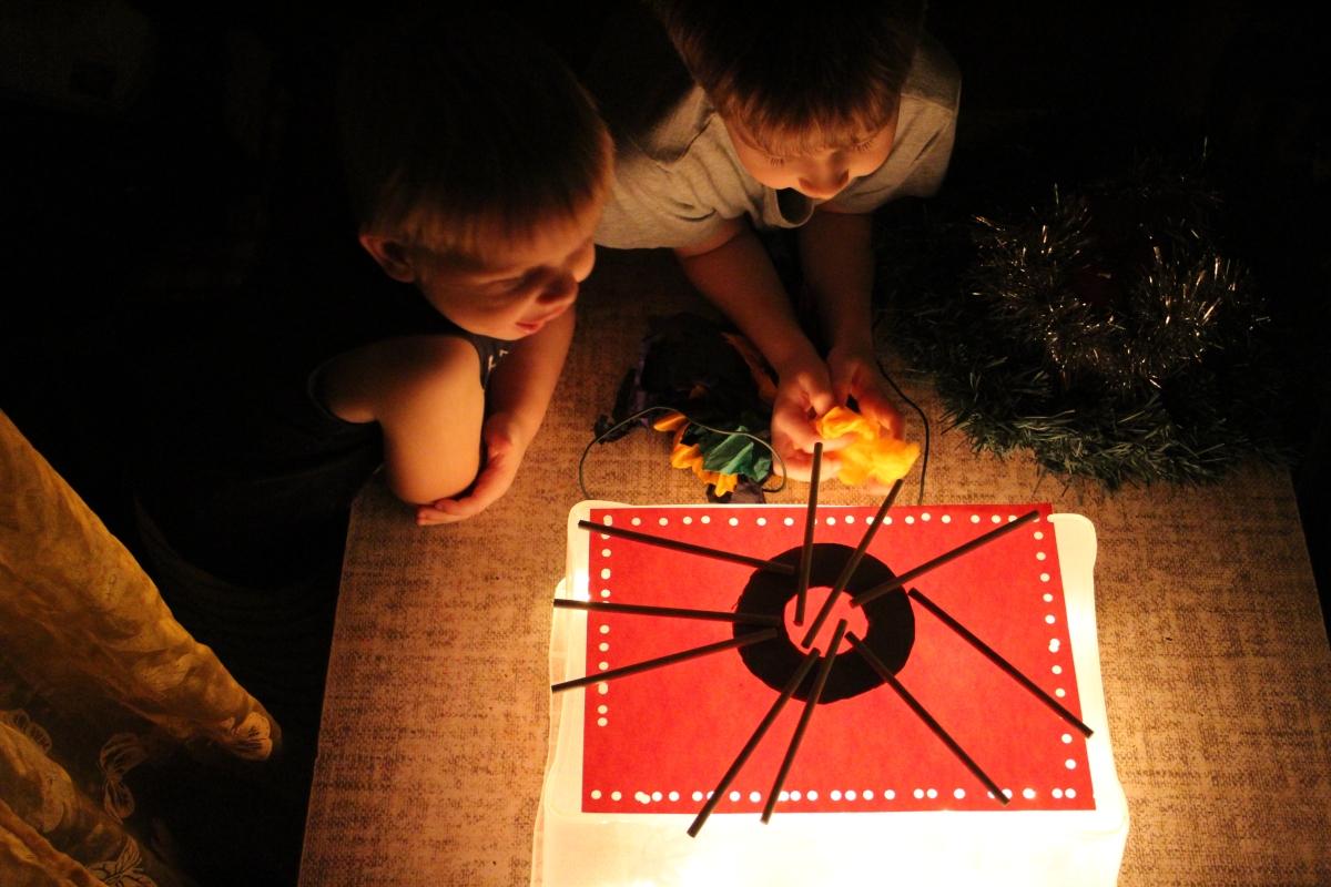 su vaikais pasidarėme šviesos stalą