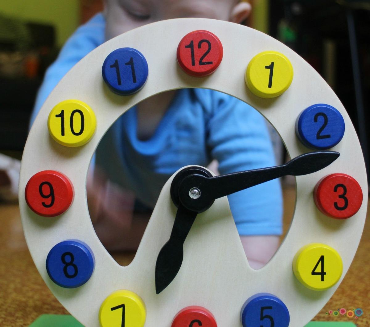 Pakalbėkime apie žaislus: vaikas ir laikrodis