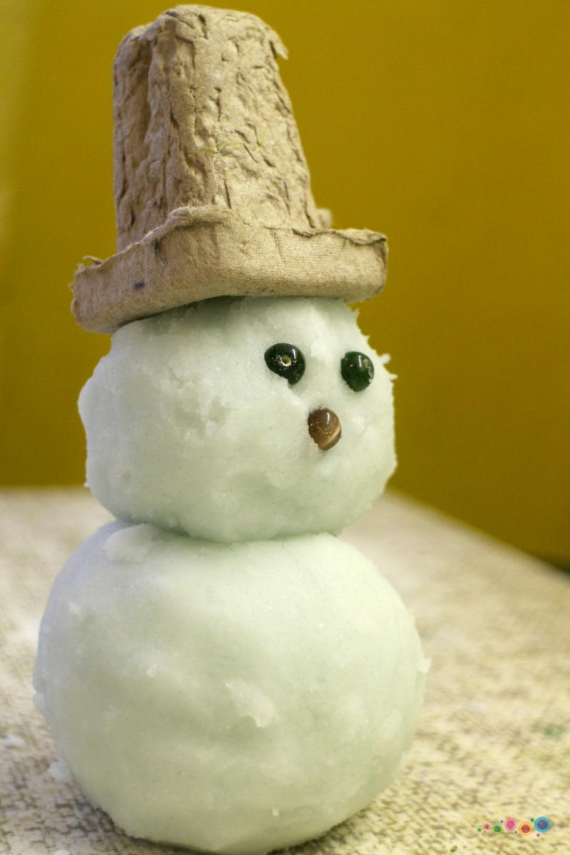 Pasigaminkime sniego namuose