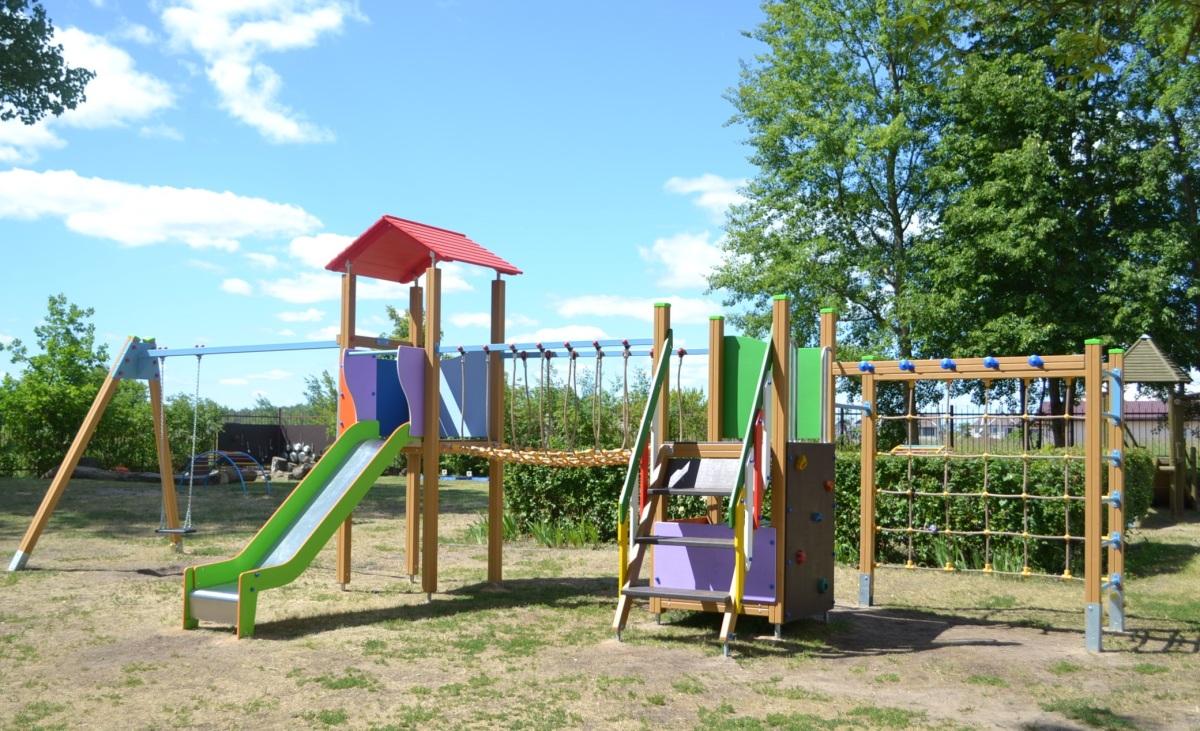 7 patarimai tėvams, kaip išsirinkti saugią vaikų žaidimų aikštelę